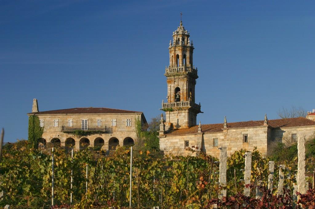 Rectoral e igrexa de Santo André de Camporredondo dende a viña do Cajide